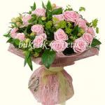 Букет из 19 роз и альстромерий